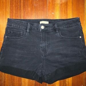 Stretchy and comfortable black denim shorts